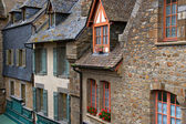 Old medieval houses in Mont Saint Michel — Stock Photo