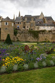 Walls and gardens in Vannes, Brittany — Stock Photo