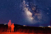Young observers looking at the milky way — Stock Photo