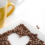 coração feito de grãos de café — Foto Stock