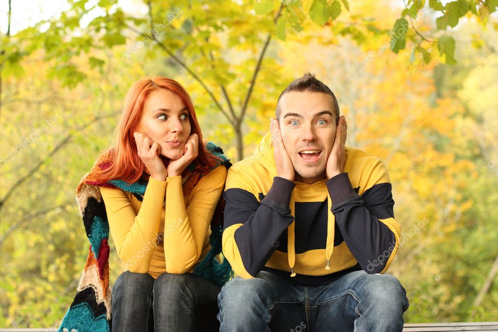 Cheerful young pair on  bench in park — Stock Photo #1838767