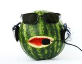 Como cabeça de melancia no fone de ouvido — Fotografia Stock