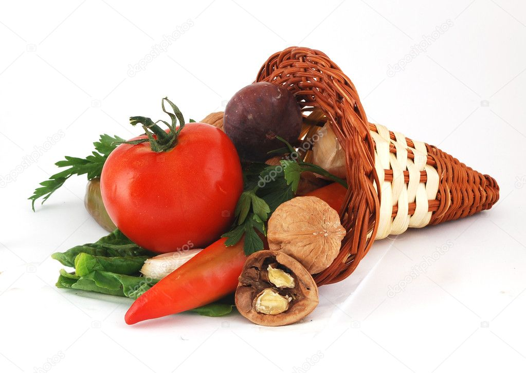 A bunch of tomatoes, lettuce, pepper, galic, figs, and nuts — Stock Photo #1802805