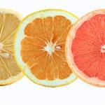 plakjes citroen-, sinaasappel- en grapefruitsap — Stockfoto