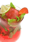 Cocktail with lime and strawberry — Стоковое фото
