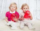 Two girls with heart balloons — Stock Photo