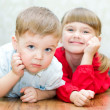 Foto Stock: Boy and a girl lying on the floor