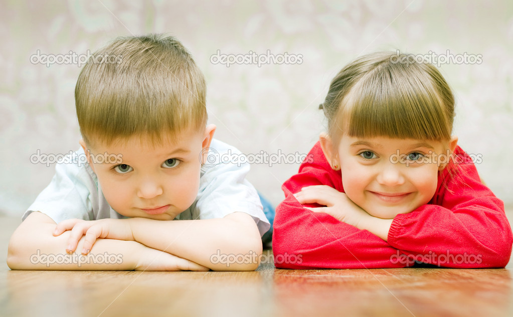 Funny boy and a girl lying on the floor — Foto Stock #1951168