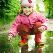 Girl plays in the puddle — Stock Photo