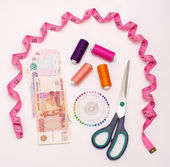 Sewing accessories and money — Stock Photo