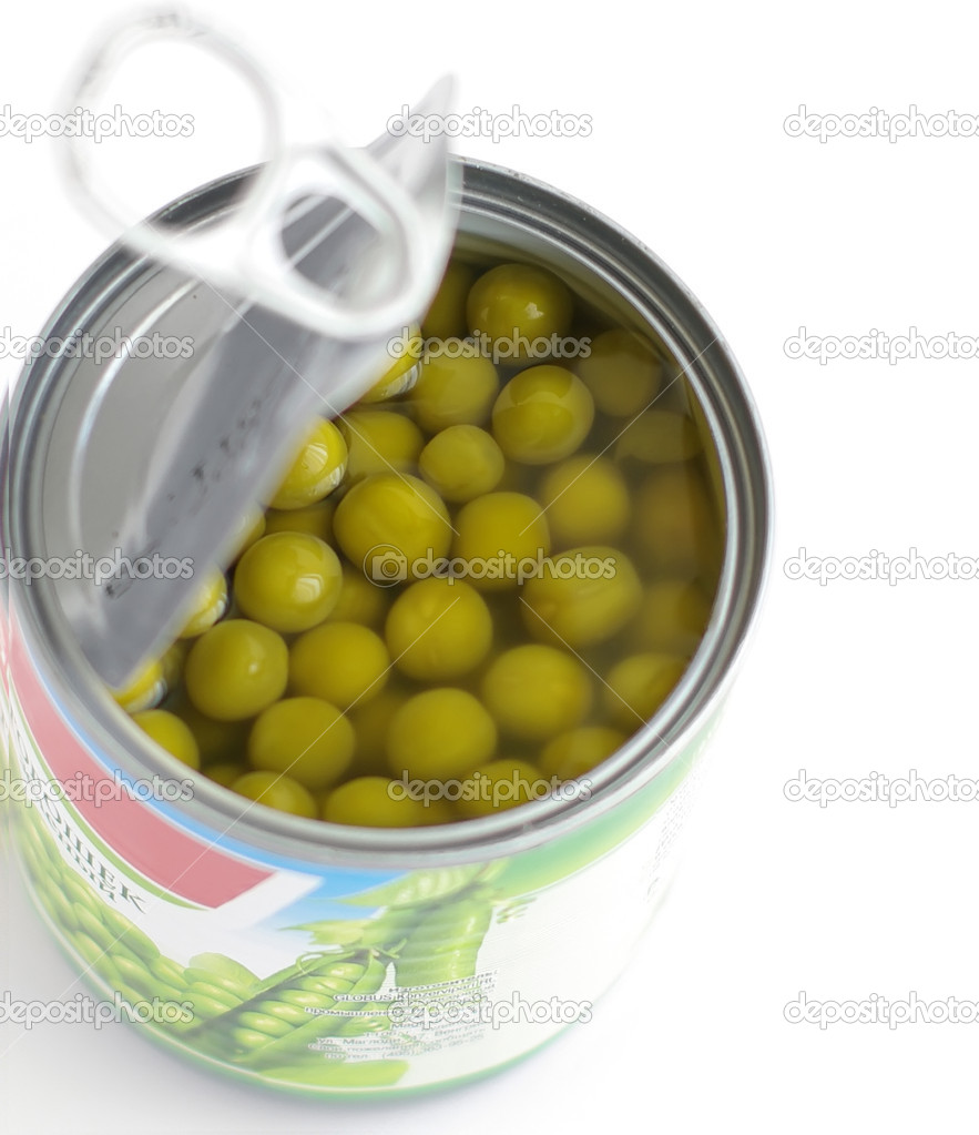 Canned green peas in tin on white  — Stock Photo #2064507