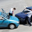 Traffic accident and to drivers fighting - Foto Stock
