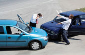 Traffic accident and to drivers fighting — Stock Photo
