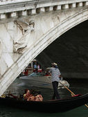 Venice - Rialto brigde and gondola — Stock Photo