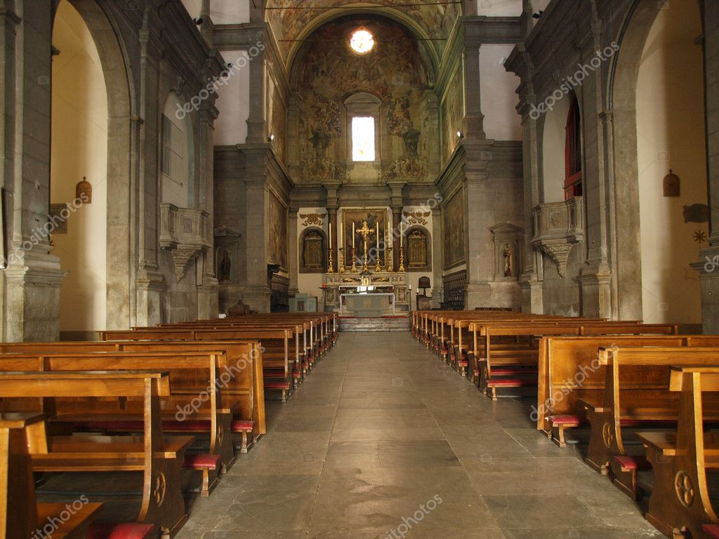 Santi Paolino e Donato Church, interior. Puccini worked as an organist at the Chiesa dei S. Paolino (1515) and his first composition La Messa a Quattro — Stock Photo #2594858