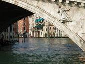 Canal grande en de rialto brug - venetië — Stockfoto