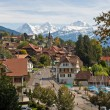 Swiss village with snowy peaks — Foto de Stock