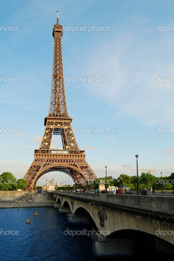 Paris, Eiffel Tower in the Evening — Stock Photo #2009385