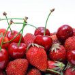 Strawberries and cherries in close-up — Stock Photo