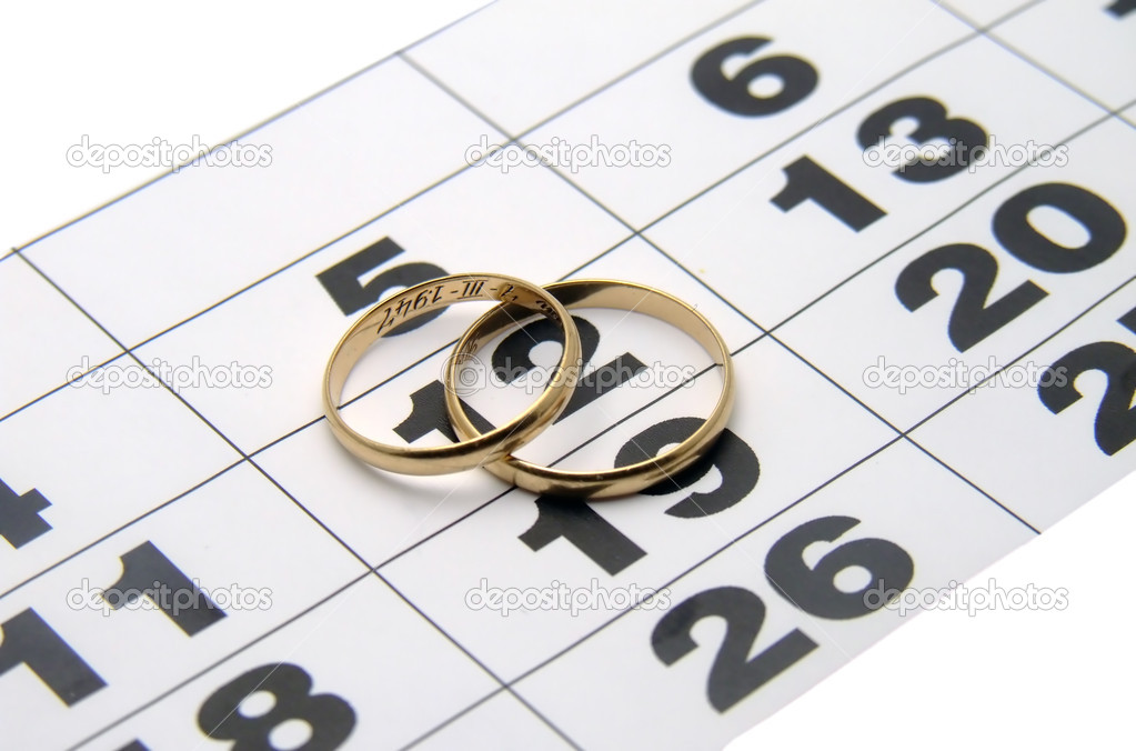 Two wedding rings on a calendar closeup — Stock Photo #1829951