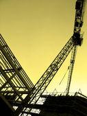 Stor kran och konstruktion — Stockfoto