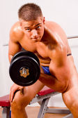 Novice bodybuilder training — Stock Photo