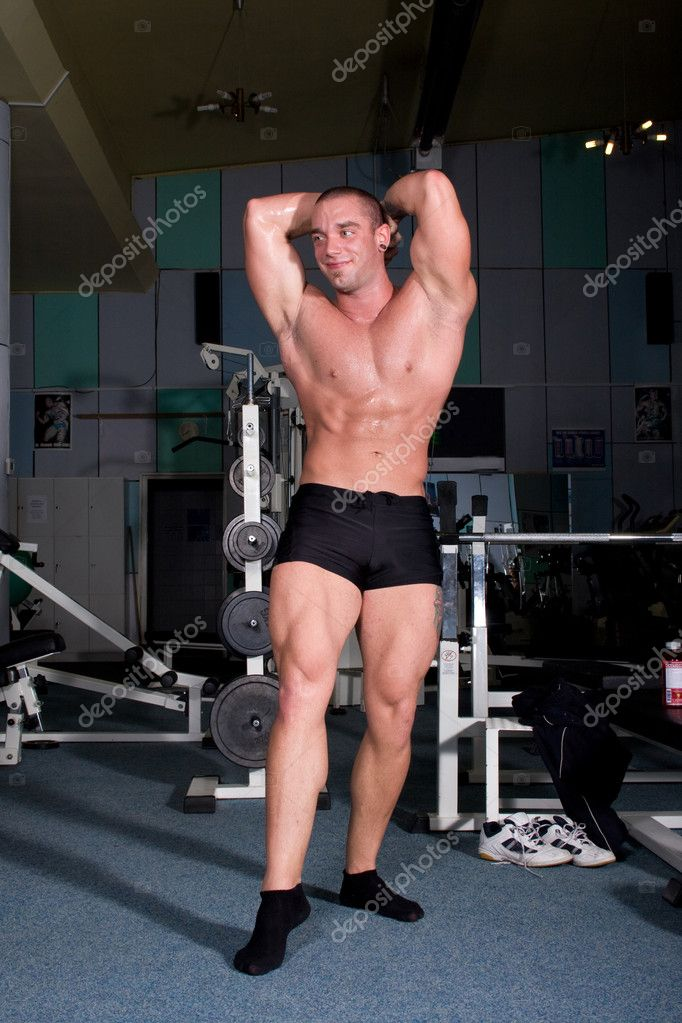 Bodybuilder posing in gym — Stock Photo #1917390