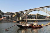 Boats and D. Luis bridge — Stock Photo
