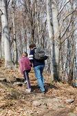 Macaristan seyahat için adam ve oğlu bahar zamanında gidin. — Stok fotoğraf