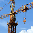 Construction crane against blue sky - Foto Stock