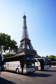 Bus et tour eiffel — Stock Photo