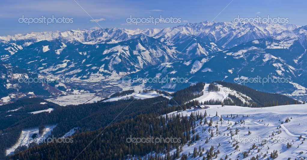 Winter day in the Alpes.Kaprun.Zell am See. Austria.Alps. Ski slope. — Stock Photo #1999808
