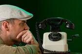 Hombre y teléfono — Foto de Stock