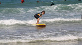 Surfing wave — Stock Photo
