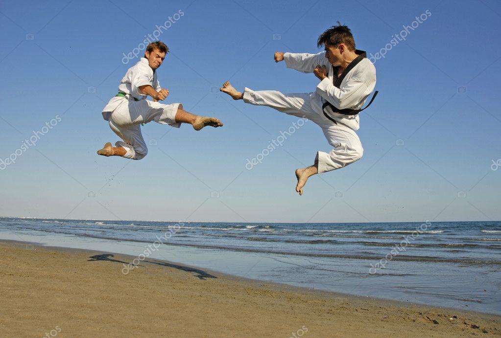 Training of the two young men on the beach: taekwondo, martial sport — Stok fotoğraf #1859794