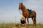 Teen and horse in field — Stock Photo