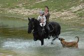 езда мать и дочь — Стоковое фото