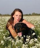 Teen und rottweiler — Stockfoto