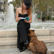 Reading woman and fountain — Stock Photo