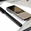 Black pen and mobile phone — Stock Photo