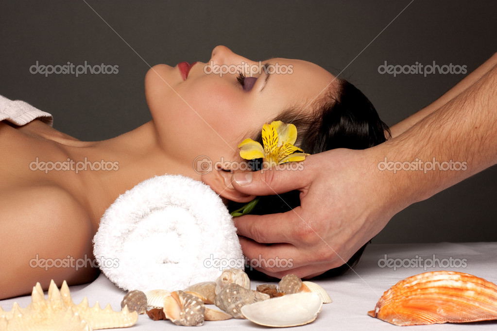 Beautiful young woman getting a spa treatment — Stock Photo #1797045