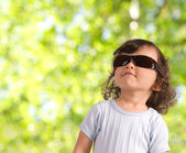 Barn i solglasögon — Stockfoto