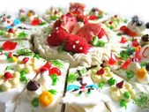 Creativelly designed creamy cake — Stock Photo