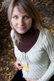 Pretty pregnant woman in autumn park — Stock Photo