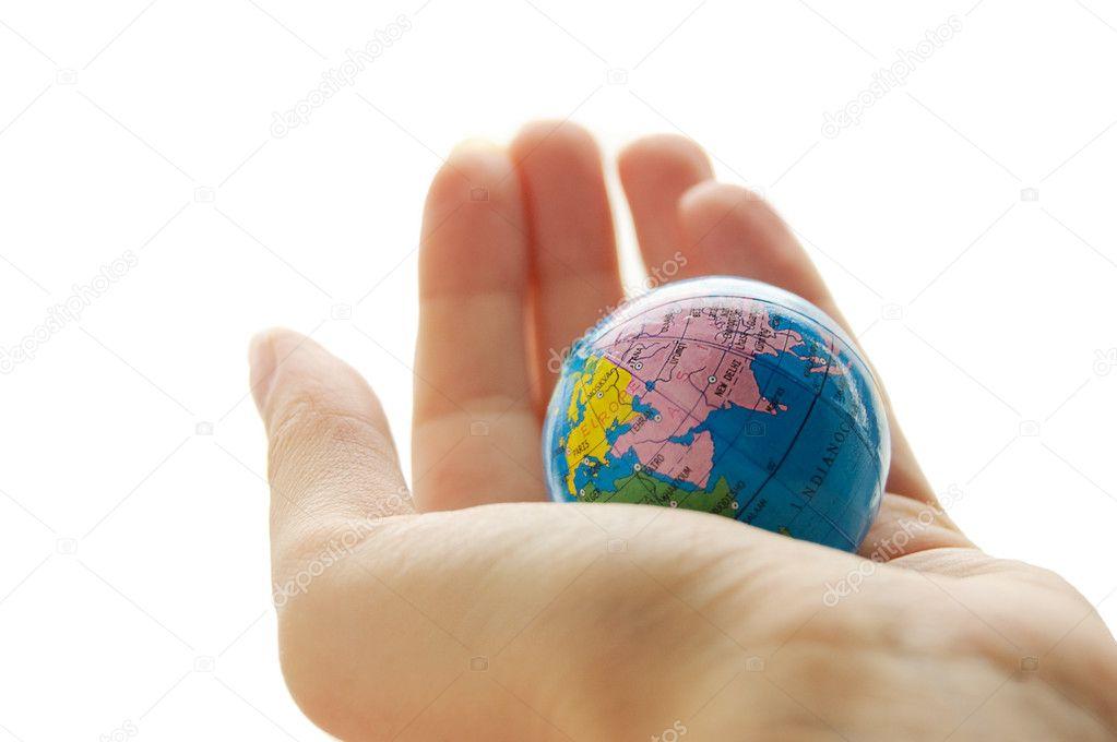 картинка глобус на ладонях