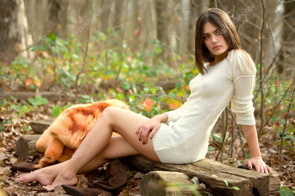 Секс в лесу на скамейке 1 фотография