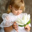 Girl in a white dress with a lily — Foto de Stock