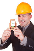 Giovane ingegnere con clessidra — Foto Stock
