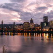 Portland downtown skyline in de schemering — Stockfoto