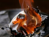 Burning paper ash — Stockfoto